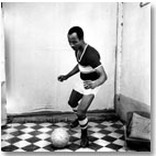 Un aficionado llamado  Kala, abril 1966 © Malick Sidibé/Gwinzegal/di CHroma