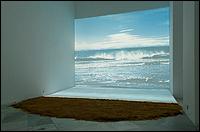 Vista de la instalación 'Bord de Mer' [Orilla del mar], de Agnès Varda, en el CAAC. Foto: Guillermo Mendo