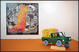 """EDUARDO DANTAS: """"In-Side"""", 2008. Mixta sobre lienzo. ALEXIS AMADOR:  """"Toy Story"""". 2008. Escultura."""