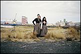 LIBIA CASTRO & ÓLAFUR ÓLAFSSON. Sin Título (Retrato de los artistas vistiendo el traje típico nacional femenino islandés; Peysoföt y Upphlutur), 2000/06