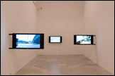 ANDREAS FOGARASI. Constructing / Dismantling, 2010. Videos, 3'40'', 8'35'', 8'35''. Courtesy of Galerie Cortex Athletico, Bordeaux. CAAC, 2011. Photo: Guillermo Mendo