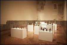 SANDRA GAMARRA. 'Museo del Ostracismo', 2017. Instalación de 61 pinturas sobre metacrilato, varias medidas. Cortesía de la artista y Galería Juana de Aizpuru. Fotógrafo: Pablo Ballesteros