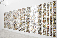 ORIOL VILANOVA. Mausoleos, 2012 - en proceso. Instalación, 1152 postales. Cortesía del artista. Fotógrafo: Pablo Ballesteros