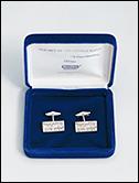 """STEPHEN PRINA: """"Haberdashery"""", 2002. Dos gemelos de plata, estuche de satén y terciopelo, con firma y número de edición en el interior."""