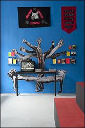 CHTO DELAT. Study, study and Act again (Estudia, estudia y actúa otra vez), 2011. Instalación en Moderna Galerija, Ljubliana. Medidas variables. Cortesía del colectivo Chto Delat