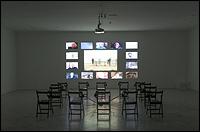 AGNÈS VARDA. Les Veuves de Noirmoutier [Las viudas de Noirmoutier], 2005. Instalación, proyección. Fotografía de Guillermo Mendo