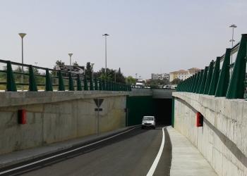 La apertura del paso inferior del PISA alivia el tráfico de la glorieta de la vía metropolitana A-8057 en Mairena del Aljarafe