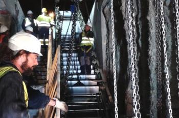 Metro de Granada comienza a instalar las escaleras mecánicas en la estación de Alcázar Genil