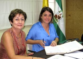 Elena Cortés firma el convenio para la rehabilitación de la Plaza Vieja, que contará con una inversión de 6,3 millones de euros