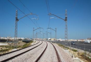 Fomento y Vivienda concluye la ejecución de la plataforma y la vía del tren tranvía entre la salida de Chiclana y La Ardila