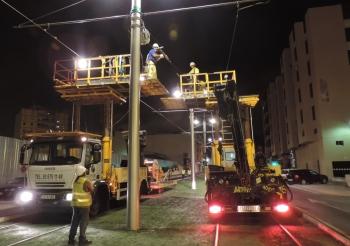La Junta finaliza el tendido de la catenaria del tren tranvía de la Bahía de Cádiz entre la salida de Chiclana y San Fernando