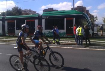 La segunda unidad de trenes del metro de Granada entra en las cocheras