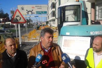 La Junta inicia las obras de la nueva vía ciclista que discurrirá paralela al trazado del tren tranvía de la Bahía de Cádiz