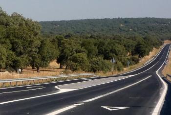 La Junta finaliza la capa de rodadura y la señalización de la A-421 en el Valle de Los Pedroches