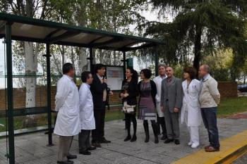 El Consorcio instala en el Hospital Infanta Elena de Huelva la primera marquesina de autobús accesible de Andalucía