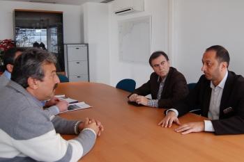 La Junta acepta la propuesta del sector pesquero de Caleta de Vélez para mejorar el entorno de la lonja