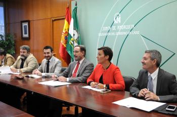 La Junta y el Ayuntamiento de San Fernando acuerdan la firma inminente del convenio de la subestación del tranvía