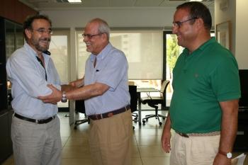 Junta y ayuntamientos analizan las vías de cooperación para dar respuesta al drama de los desahucios