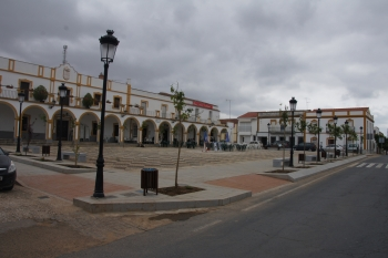 Finaliza la rehabilitación de la Plaza de España de Rosal de la Frontera