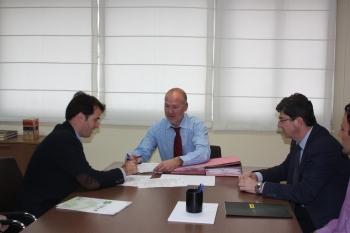 La Junta firma los contratos para la construcción de la red urbana de vías ciclistas de Almería