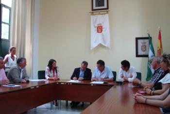 El Carbonal ya es municipal tras firmar Junta y Ayuntamiento de Villanueva del Río y Minas las escrituras de cesión