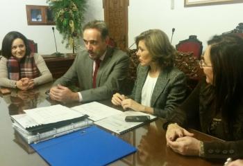 López informa a la alcaldesa de Montoro de la rehabilitación de viviendas en el casco histórico con 2 millones de presupuesto