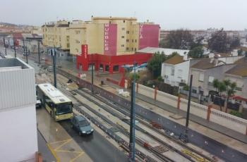 Restituido el tráfico en la Alameda de Solano tras la extensión del aglomerado por las obras del tranvía en Chiclana