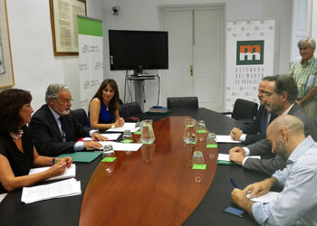 López y Maeztu coinciden en la necesidad de reforzar la cooperación entre administraciones para frenar los desahucios