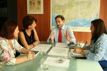 López traslada a la comisionada del Polígono Sur el inicio de la rehabilitación de 578 viviendas con 1,78 millones de inversión
