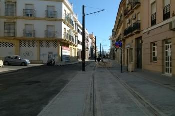 La Junta concluye la obra del tranvía de la Bahía de Cádiz en la Calle Mendizábal en Chiclana