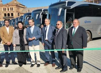 Felipe López destaca la apuesta de autocares Valenzuela por un servicio regular de pasajeros de calidad y accesible