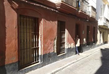 La Junta contrata la eliminación de humedades en tres fincas del casco histórico de Cádiz