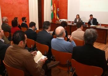 Junta y Ayuntamiento de Sanlúcar divulgan las nuevas ayudas a la rehabilitación de edificios