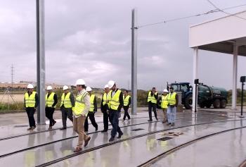 Ferrocarriles Nacionales Egipcios se interesa por el tren tranvía de Cádiz para implantar este modelo de transporte en su país