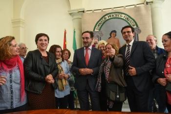 Junta y Ayuntamiento de Granada firman el convenio para la rehabilitación de la barriada de Santa Adela, con 12,3 millones