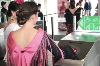 Metro de Sevilla transportó a 838.395 viajeros durante el plan especial de la Feria de Abril, un 3% más que en 2015