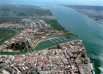 Los puertos y áreas logísticas autonómicas generan 42.000 empleos y un volumen de negocio de 27 millones de euros