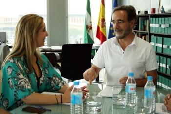 Felipe López analiza con la nueva alcaldesa de Alcalá de Guadaría el avance de las infraestructuras de la Junta en el municipio