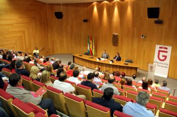 Junta, Diputación y ayuntamientos de Granada reforzarán su cooperación contra los desahucios y en políticas de vivienda