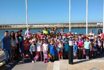 Unos 300 escolares de la provincia de Huelva conocen las actividades medioambientales del puerto deportivo de Mazagón