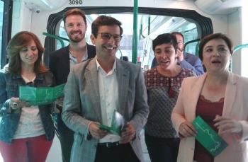 La estación de La Caleta alberga la campaña de seguridad vial 'Tu Metro en Pruebas' para fomentar la convivencia con el nuevo transporte de Granada