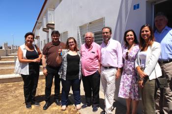 Junta y Ayuntamiento entregan las llaves del 'Casa por casa' en Marismas del Odiel tras una inversión de 12 millones