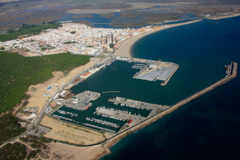 La Junta iniciará en septiembre un dragado de emergencia en el puerto de Barbate tras detectarse una pérdida de calado
