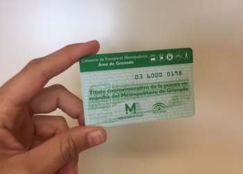 El Consorcio de Transportes de Granada inicia la distribución de 40.000 nuevas tarjetas conmemorativas del metro