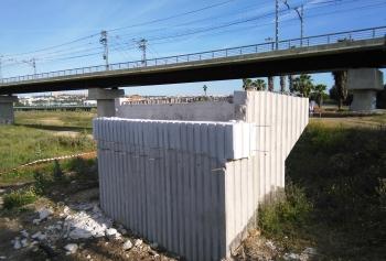 La obra de la pasarela ciclopeatonal de San Juan marchan a buen ritmo y en julio se colocará la estructura metálica sobre la SE-30