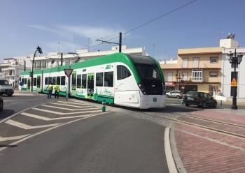 Las pruebas dinámicas del tren tranvía de la Bahía de Cádiz se inician con normalidad en el trazado urbano de Chiclana