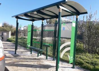 Junta y los 9 consorcios de transporte instalan 92 marquesinas de autobús adaptadas a personas con movilidad reducida