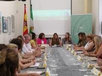 Susana Díaz se reúne en Sevilla con los equipos técnicos del Instituto Andaluz de la Mujer