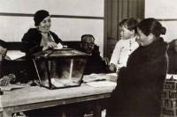 Susana Díaz reivindica la protección de los derechos de las mujeres en el 81º aniversario del sufragio femenino