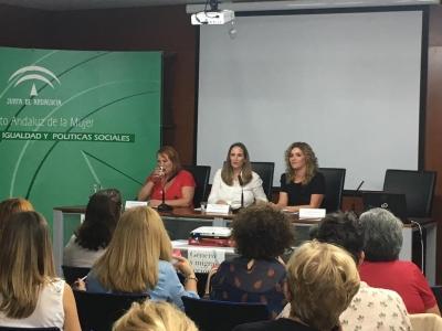 El IAM aborda la doble vulnerabilidad de las mujeres migrantes en las jornadas 'Género y Migra-acción'